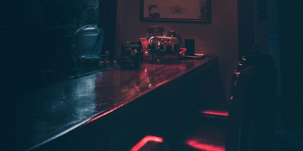 スナックは風俗営業1号か深夜酒類提供飲食店営業か?